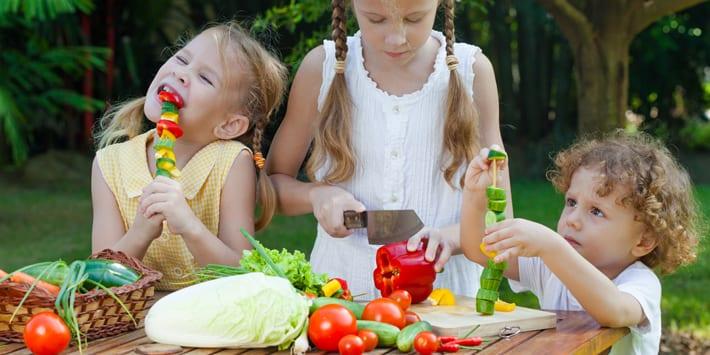 Kinderen gezond laten eten dankzij groenten fruit uit for Groenten tuin