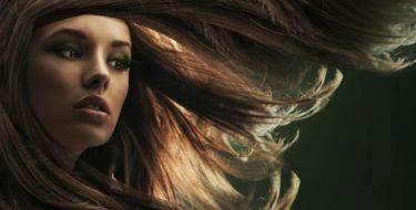 Klitten in je haar: hoe je klitvorming voorkomt + verwijdert…