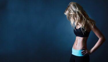 Platte buik trainen: 4 buiktraining-tips die écht werken!