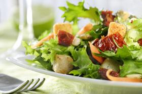 Zijn kant-en-klare salades eigenlijk wel gezond?