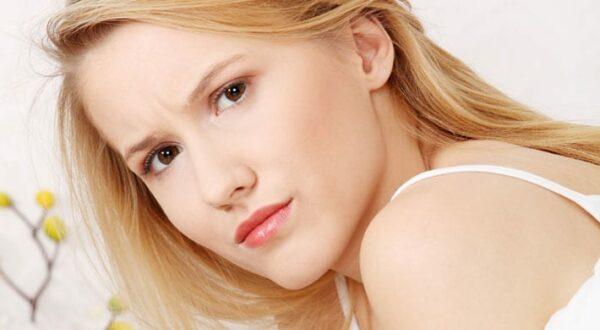 Donkere menstruatie: Wat betekent bruine afscheiding bij ongesteldheid?