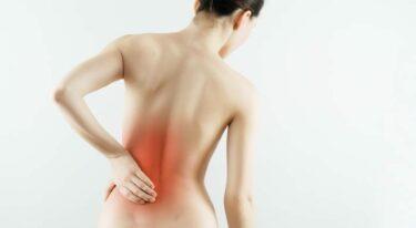 Doet jouw stuitje pijn? – 5 oorzaken & oplossingen bij een pijnlijke stuit
