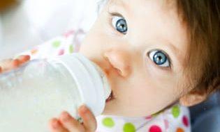 Flesvoeding – Zuigelingenmelk, opvolgmelk & groeimelk