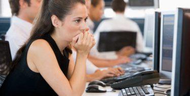 Wat is stress? 10 symptomen & gevolgen van mentale spanning