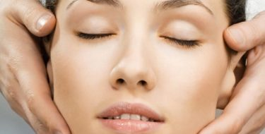 Faciaal oedeem: gezwollen & pafferig gezicht door vocht