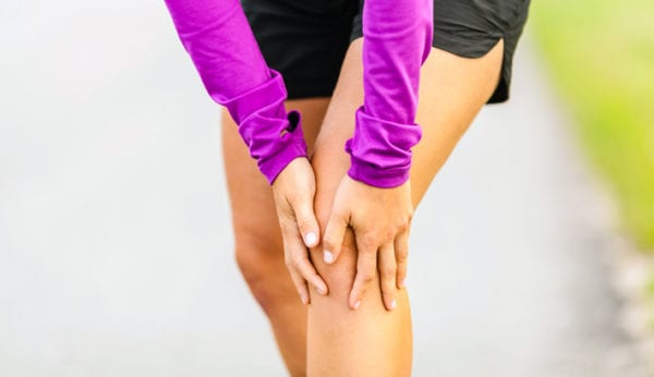 Pijn in knie: 14x oorzaak & behandeling van kniepijn…