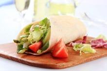 Gezond gerecht: wraps met asperges & avocado