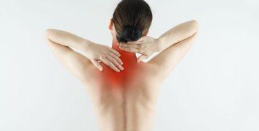 Pijn tussen schouders of schouderbladen: 12 oorzaken & oplossingen