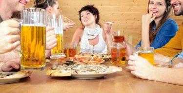 10 tips om je aan je dieet te houden tijdens het uit eten gaan