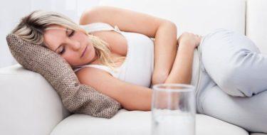 Pijn onderbuik: 15 oorzaken & oplossingen bij lage buikpijn