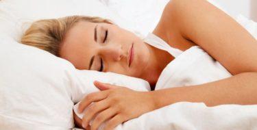 pijn buitenkant oor tijdens slapen