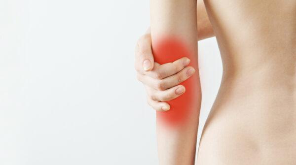 Pijn in de elleboog: 7x oorzaak + oplossing bij elleboogklachten
