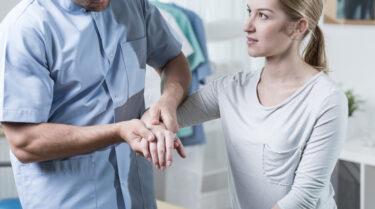 Pijn in de pols: 9x oorzaak van pijnlijk polsgewricht…