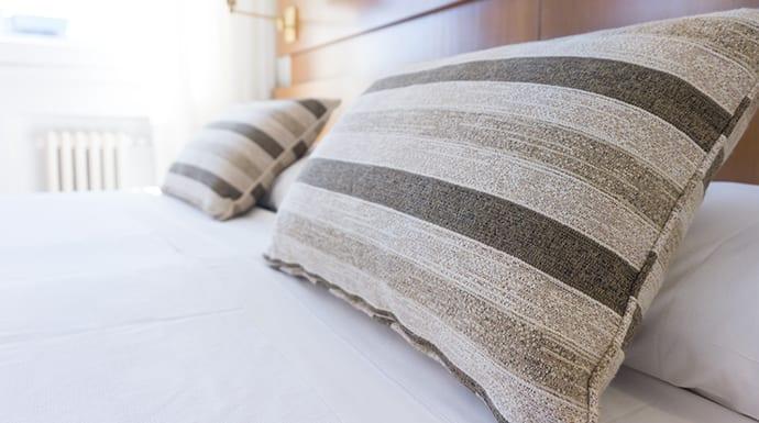 Warme Slaapkamer Koelen : Slaapkamer koel houden zonder airco & tips tegen warmte in bed